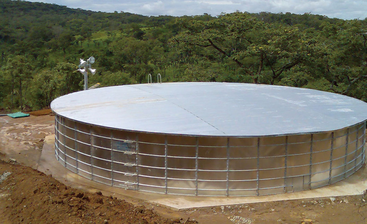 Panel tank with metal roof